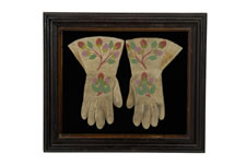 PAIR OF AMERICAN INDIAN BEADWORK GLOVES, CA 1890: