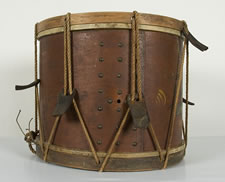 VERY EARLY NEW YORK STATE MILITIA DRUM WITH EAGLE STANDING ON A GLOBE, 1812-1848