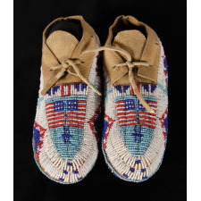 NATIVE AMERICAN CHILD'S MOCCASINS WITH FLAG IMAGERY, PROBABLY SIOUX, ca 1890